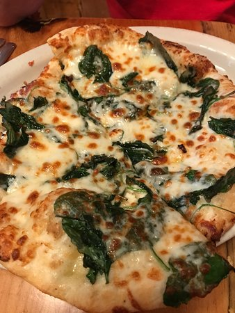 Bartlett, Nueva Hampshire: This is their Alpine Pizza.... a favorite! Garlic & oil, spinach, feta cheese and 3 cheese blend