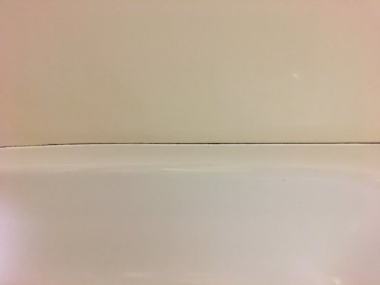 Lebanon, TN: Missing or poorly caulked shower