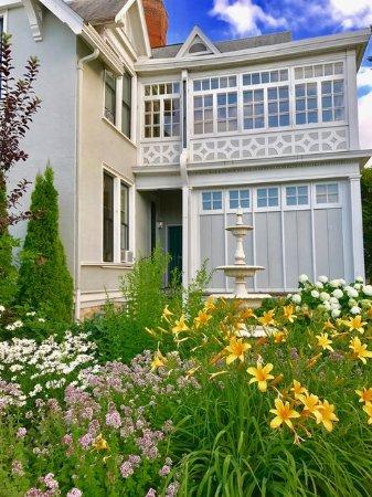 Winona, MN: Alexander Mansion, Exterior
