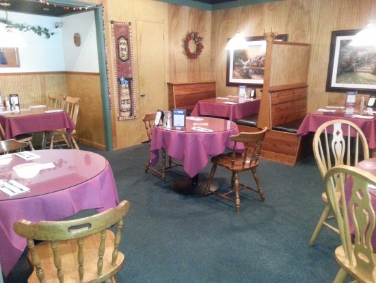 South Dennis, MA: Our Dining Room has Booths and Tables