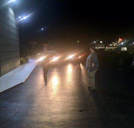 Κλάρκσβιλ, Τενεσί: Photo of the police showing up with the night clerk