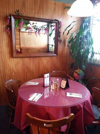 South Dennis, MA: Corner Table
