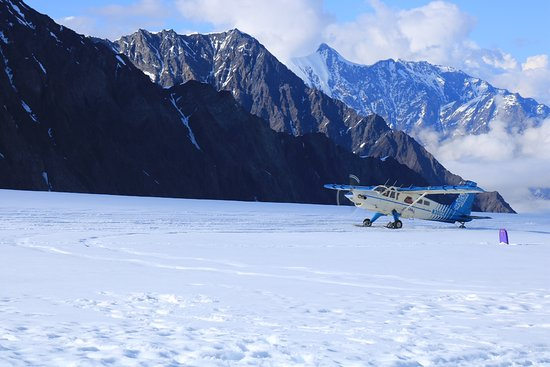 Talkeetna Air Taxi: Plane landing on the glacier