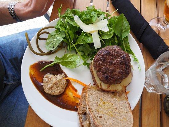 Lillooet, Canada : The Burger - divine