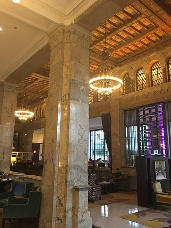 Courtyard by Marriott San Diego Downtown: Beautiful hotel, with people like Sandy it's a real hidden treasure. So kind and helpful after a