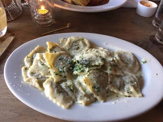Geyserville, CA: Meat stuffed ravioli with butter sauce
