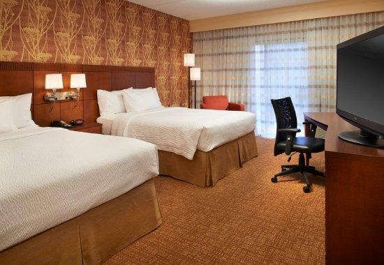 Oakbrook Terrace, IL: Queen/Queen Guest Room