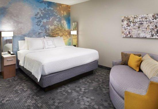 Covington, KY: King Guest Room