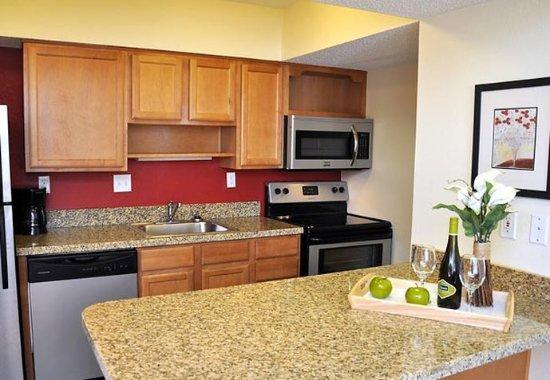 Greenwood Village, CO: Studio Suite Kitchen