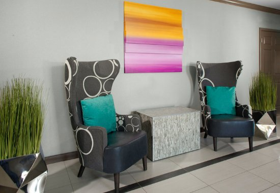 Mentor, OH: Lobby Seating Area