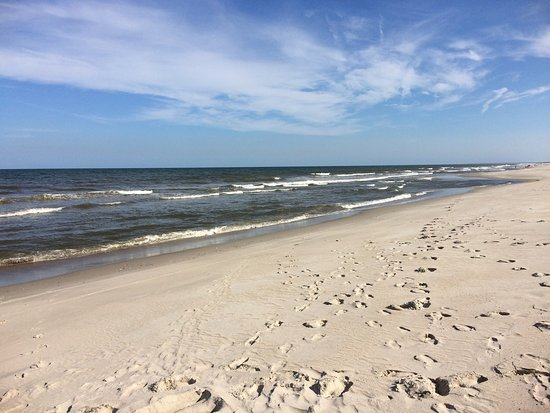 Kure Beach, Caroline du Nord : This is one of my favorite places to spend the day. Four wheel drive and a permit is required to