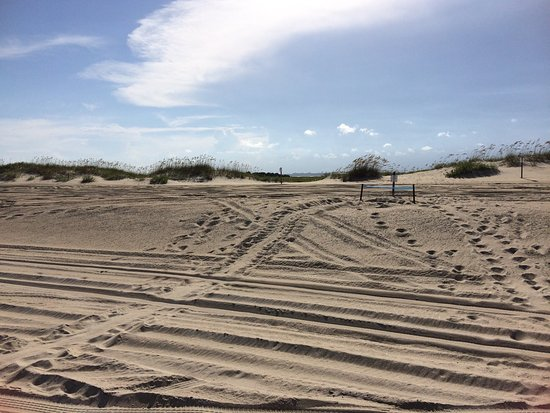 Kure Beach, Carolina del Norte: This is one of my favorite places to spend the day. Four wheel drive and a permit is required to