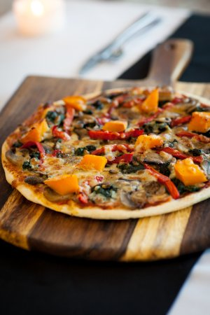 Mollymook, ออสเตรเลีย: Pizza base made onsite