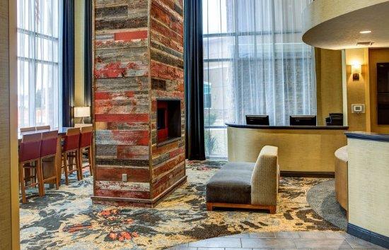 Δυτικό Fargo, Βόρεια Ντακότα: Lobby Fireplace