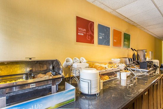 Comfort Suites at the University: Breakfast