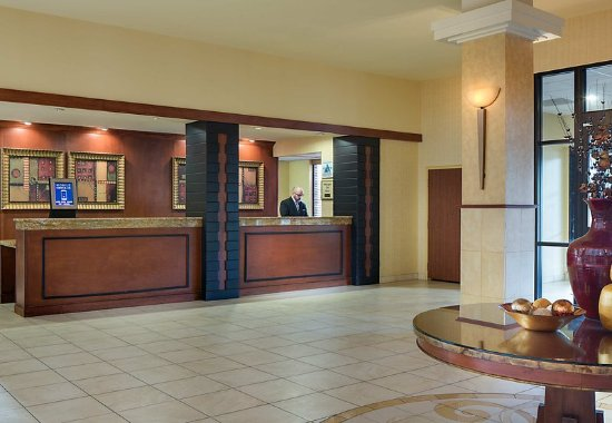 Madison Marriott West: Front Desk