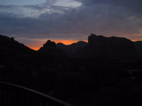 The Penrose B&B: Morning sunrise from the balcony