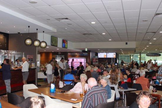 Mollymook, Australia: Popular venue
