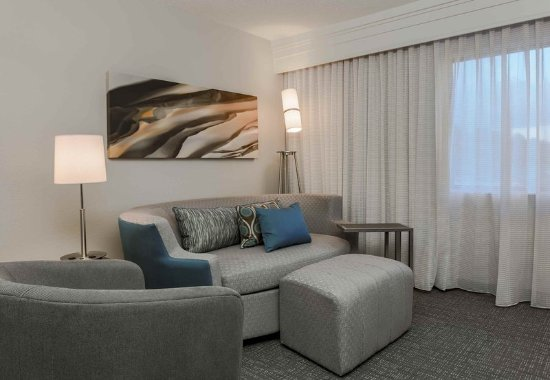 Lake Mary, FL: King Guest Room Living Area