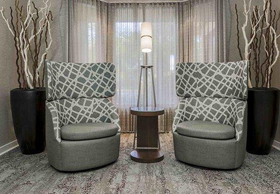 Lake Mary, FL: Lobby Seating Area