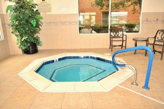 Sandston, VA: Hot Tub