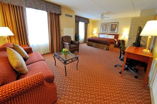 Sandston, VA: Accessible King Suite