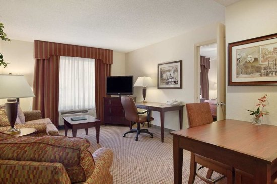 Somerset, NJ: Accessible One Bedroom King Suite