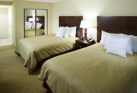 Clovis, CA: Two Queens Suite Room