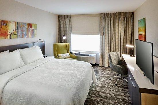 Roslyn, NY: 1 King Bed