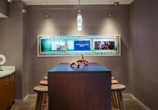 Lincolnshire, IL: Lobby Communial Table