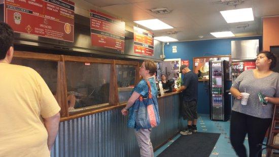 Nashua, NH: Dentro do restaurante Burritos