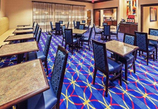 TownePlace Suites Corpus Christi: Dining Area
