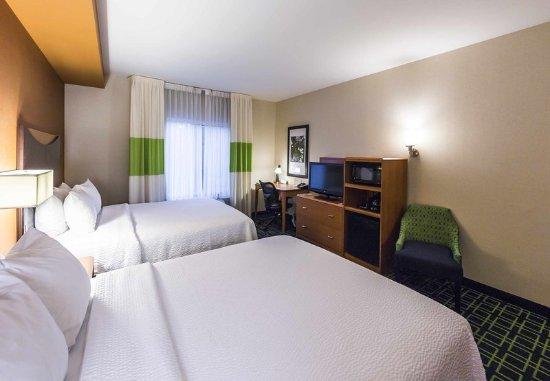 New Cumberland, PA: Queen/Queen Guest Room