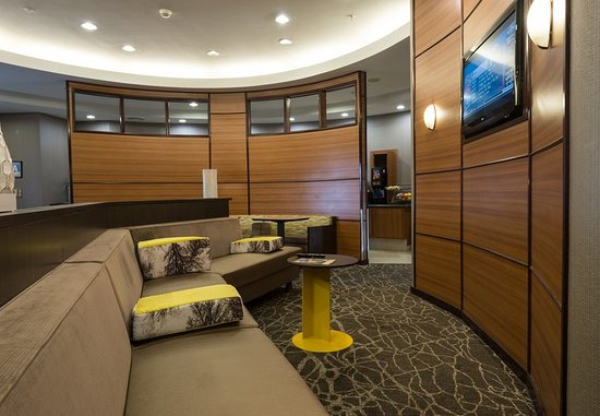 Ridgecrest, CA: Lobby Sitting Area