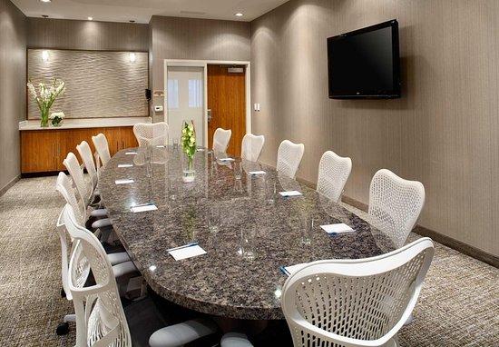 SpringHill Suites Houston Intercontinental Airport: Latitude Boardroom