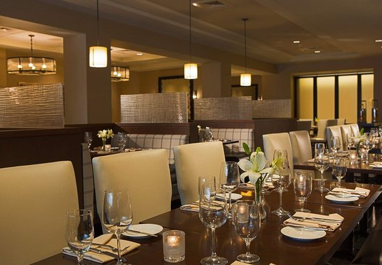 Peoria, IL: Table 19 Restaurant