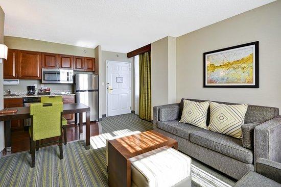 Herndon, VA: Suite Living Room