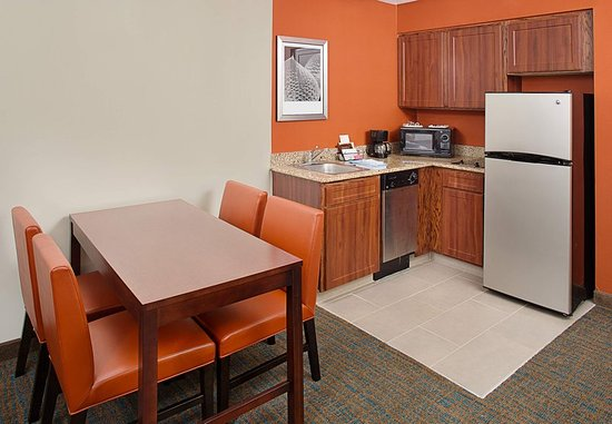 White Plains, نيويورك: One-Bedroom King Suite - Kitchen