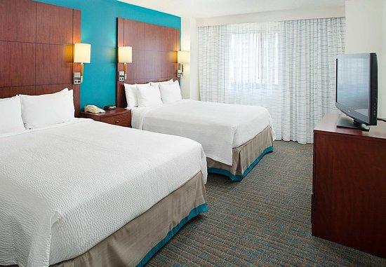 White Plains, نيويورك: One-Bedroom Queen/Queen Suite - Bedroom