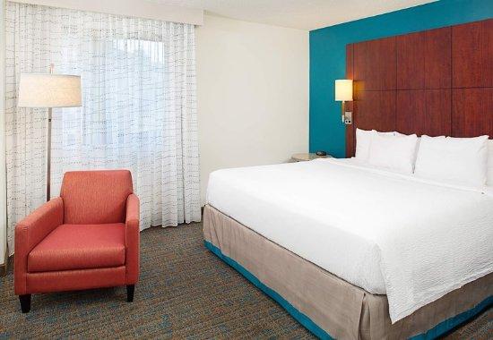 White Plains, نيويورك: One-Bedroom King Suite - Bedroom