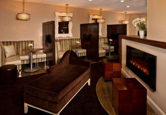 White Plains, نيويورك: Lobby Sitting Area