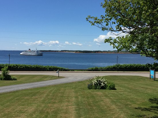 Souris, Canada: Watching the ferry come in from Les Isle de la Madeleine