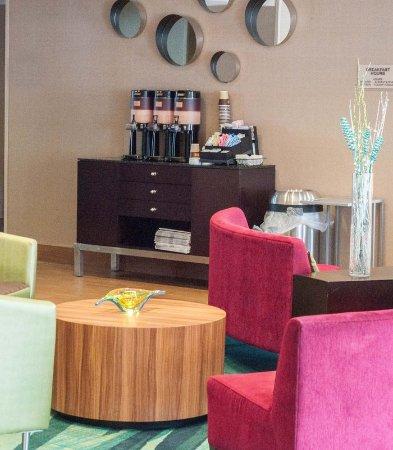 Monroeville, Πενσυλβάνια: Lobby & Coffee Station