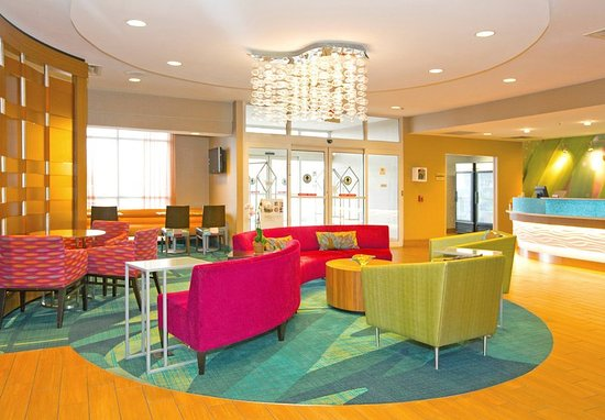 Monroeville, PA: Lobby Sitting Area