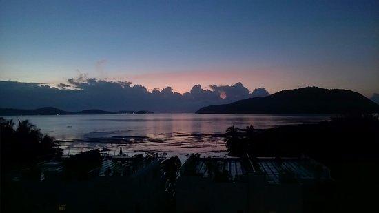 سيرينيتي ريزورت آند ريزيدنسز بوكيت: Sunrise over the Andaman Sea, from my balcony - pretty special!