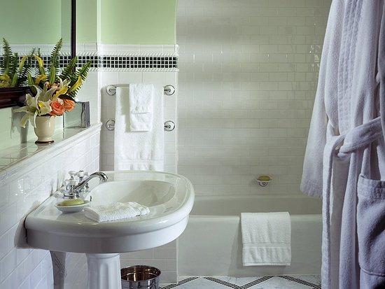 Hot Springs, فيرجينيا: Bathroom