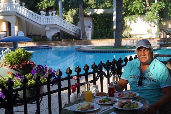 Hotel Oreanda: Завтрак во внутреннем дворике