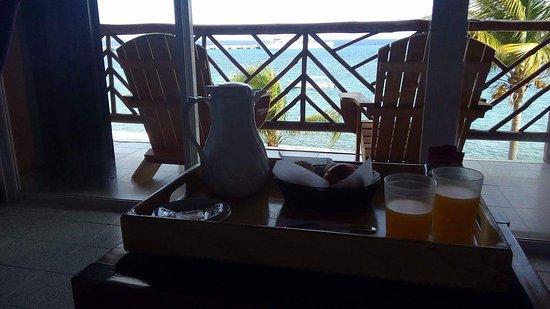 Vista del Mar Boutique Hotel: Desayuno y vista al mar.