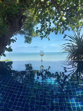 Crown Lanta Resort & Spa: Private pool villa overlooking the ocean