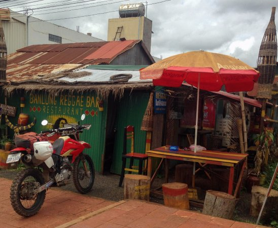 Banlung, Camboja: in front of reggae bar